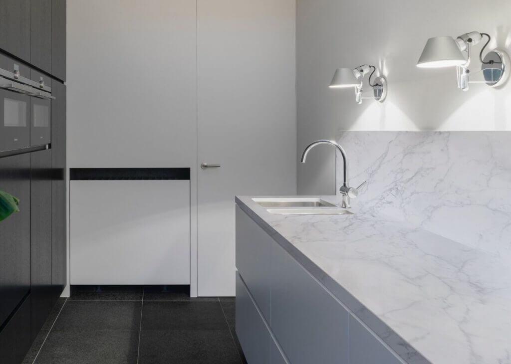 A kitchen using Calacatta Vagli porcelain stone