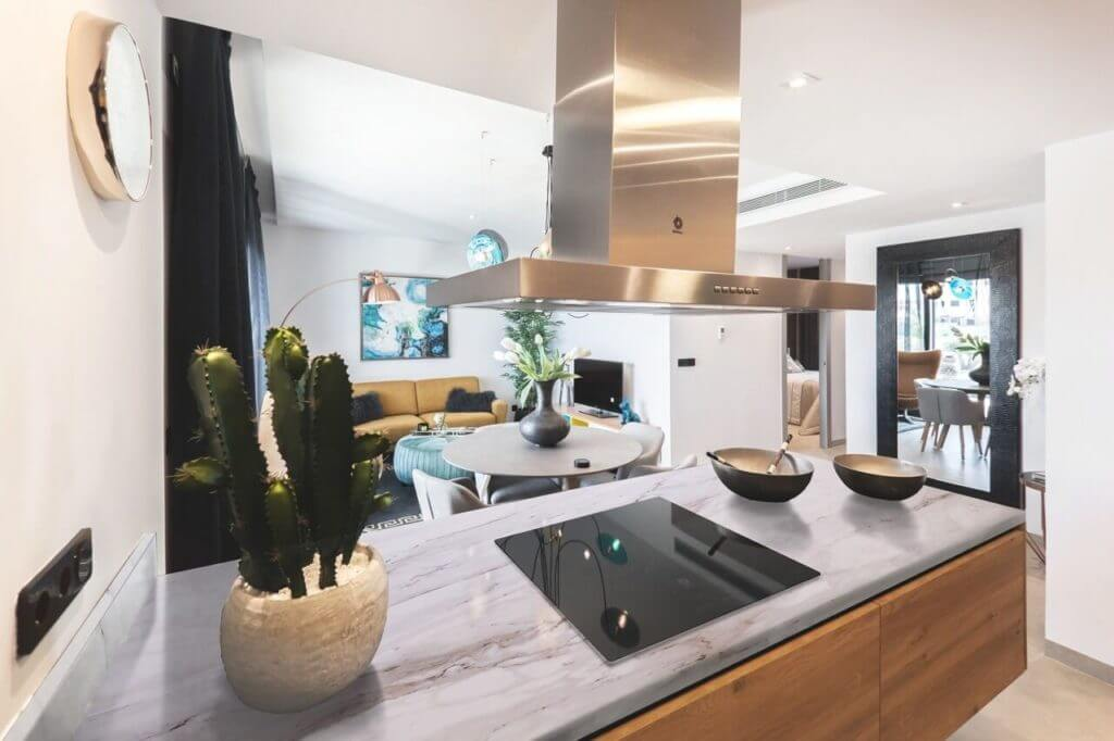 A kitchen with our Cremo Delicato porcelain slabs