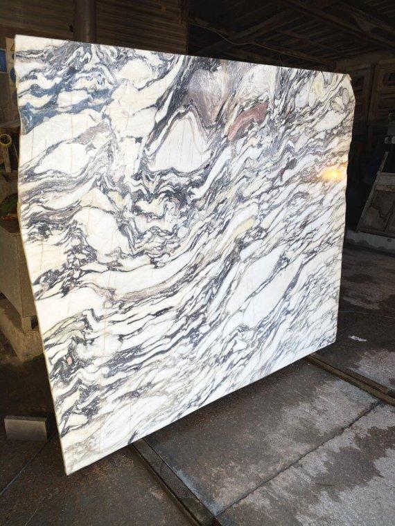 Arabescato Viola marble slabs